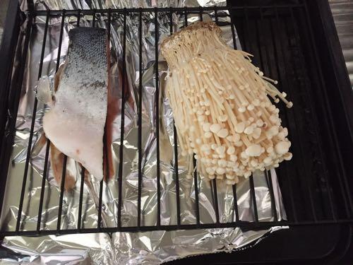 ヘルシオかんたん焼き 塩鮭とエノキ