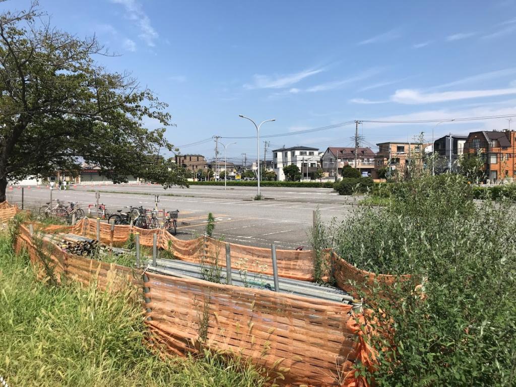 浦安図書館 駐車場と駐輪場