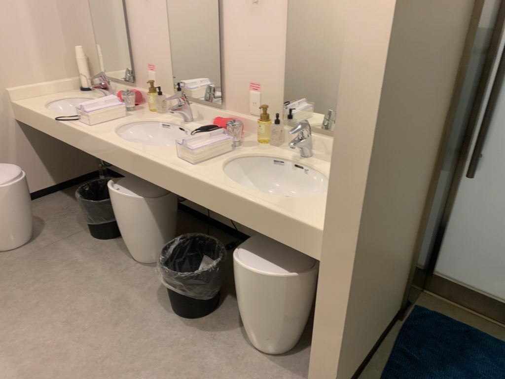 ファーストキャビン秋葉原 洗面室