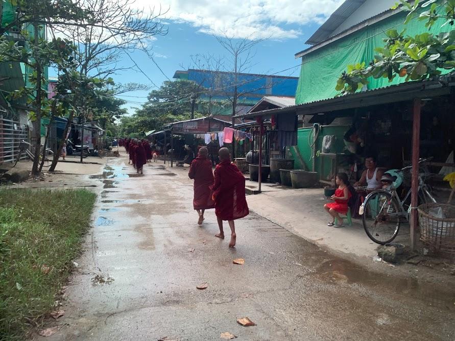 ミャンマーの子ども僧侶