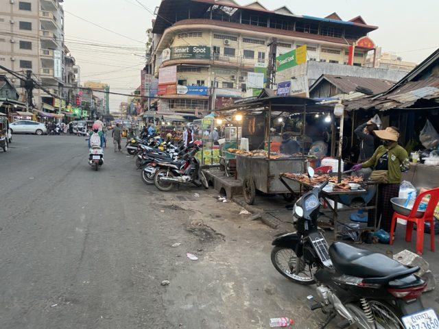 オウナローム パゴダ 近くの市場