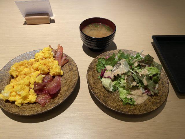 キャセイパシフィック成田空港ラウンジ 食事